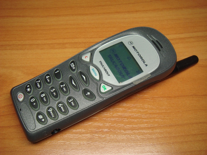 Від цеглини до крихітки: як розвивалися наші мобільні телефони - фото 9
