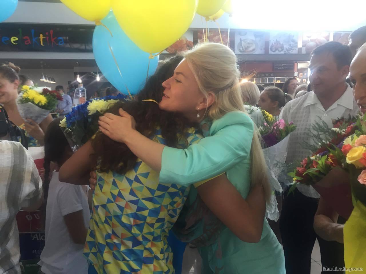 У Харкові зустріли олімпійську збірну України з синхронного плавання - фото 1