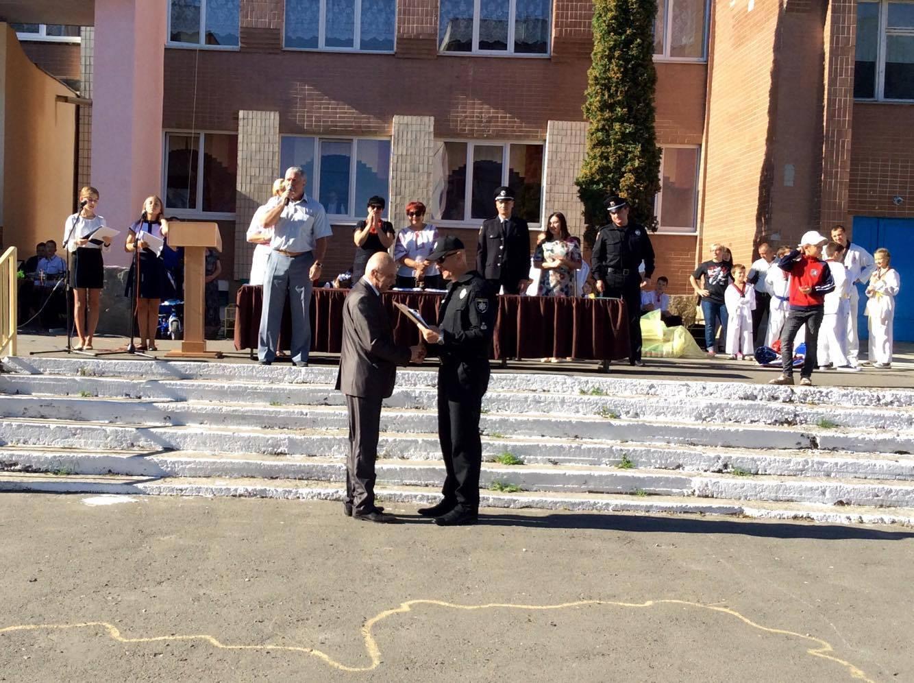 Хмельницький НВК№10 на Першовересень заполонили поліцейські - фото 7