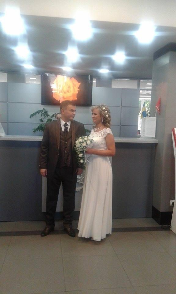 """У Вінниці урочисто зіграли весілля  у """"Прозорому офісі""""  - фото 4"""