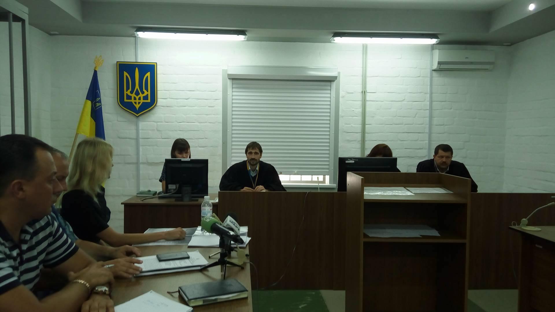 Романчук взяв на суд лише двох з п'яти адвокатів - фото 2