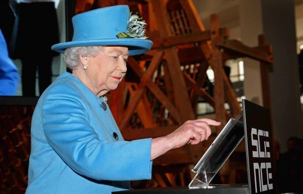Як старіє Єлизавета ІІ: найяскравіші фото від дитинства і до сьогодні  - фото 33