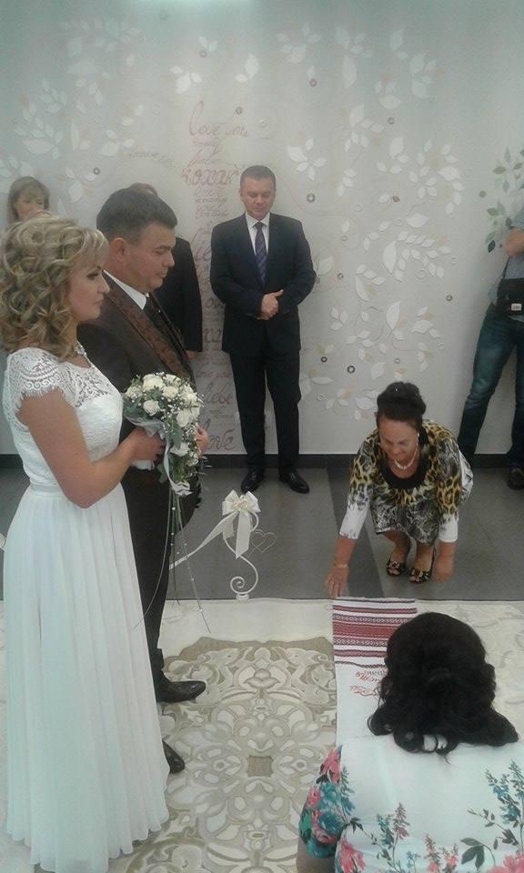 """У Вінниці урочисто зіграли весілля  у """"Прозорому офісі""""  - фото 3"""