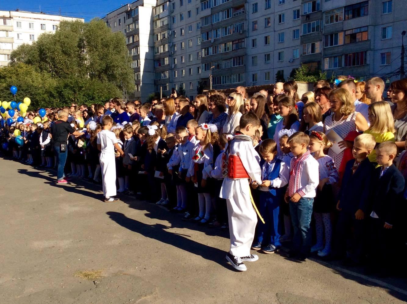Хмельницький НВК№10 на Першовересень заполонили поліцейські - фото 11