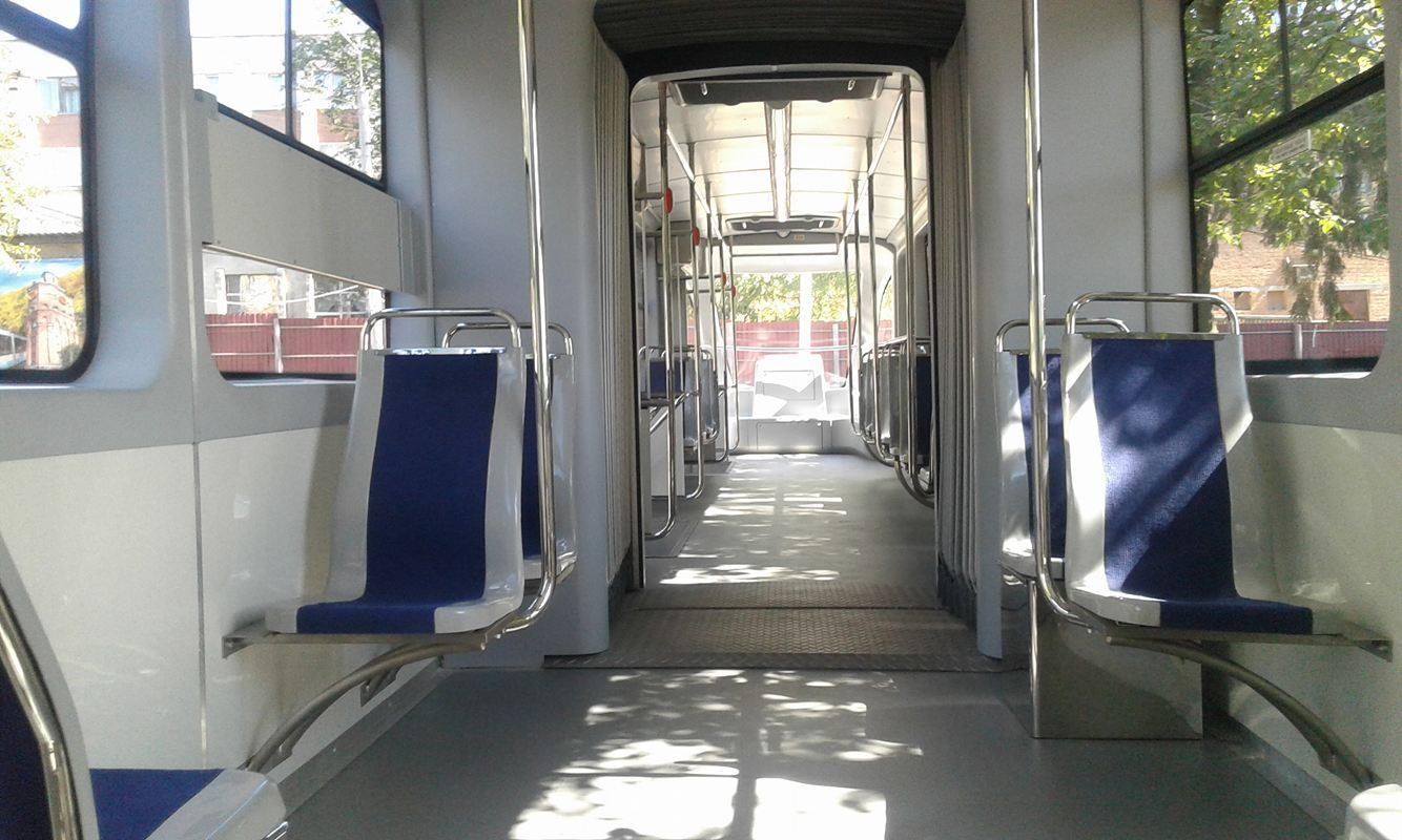 У Вінниці поставили на рейки низькополий трамвай власного виробництва - фото 3