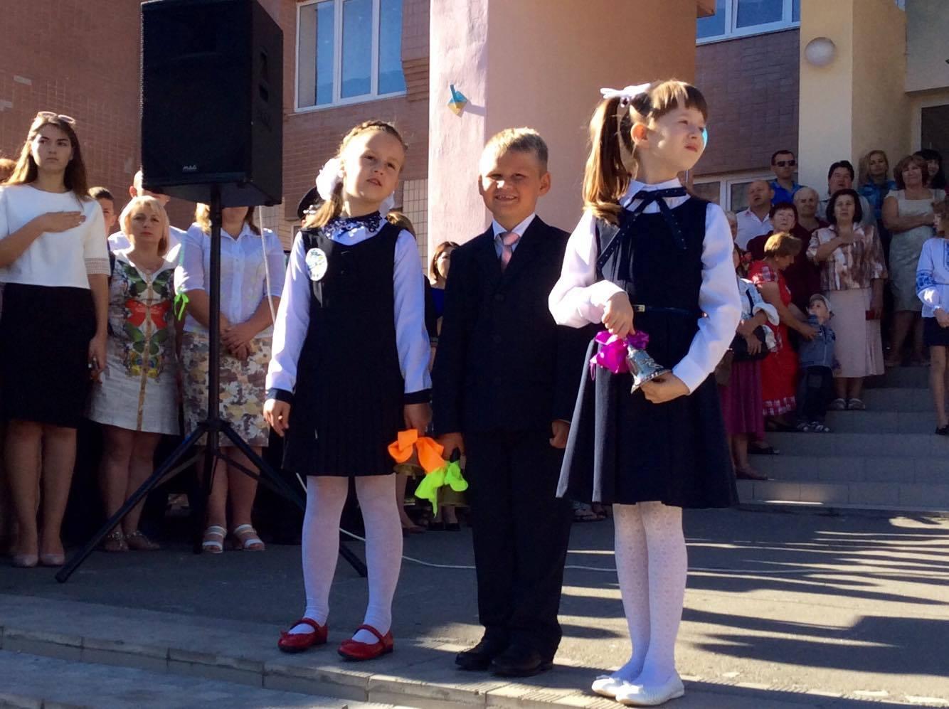 Хмельницький НВК№10 на Першовересень заполонили поліцейські - фото 3