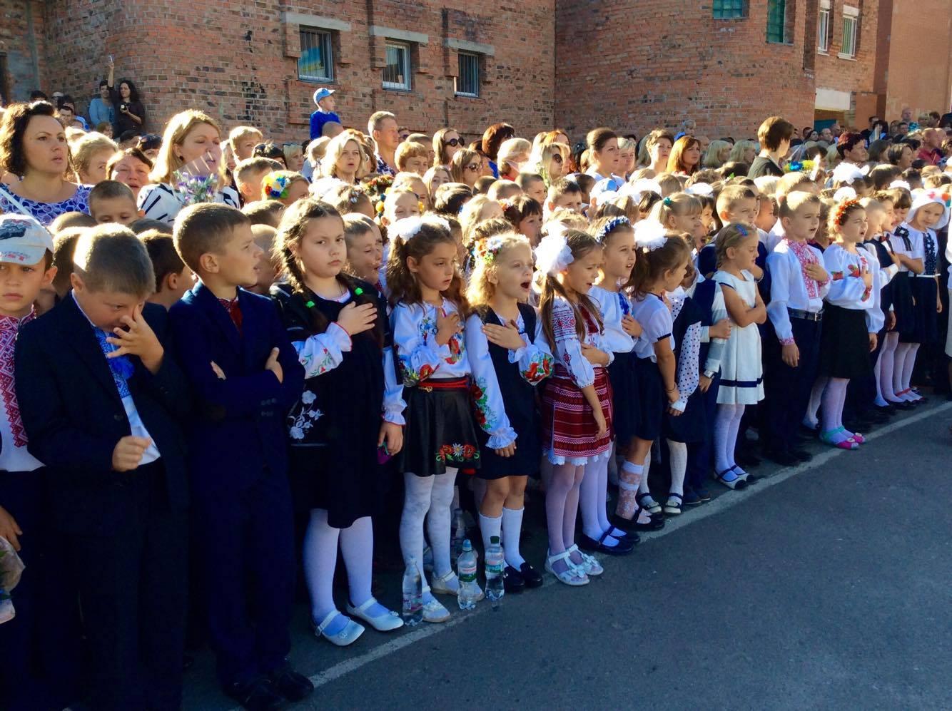 Хмельницький НВК№10 на Першовересень заполонили поліцейські - фото 4