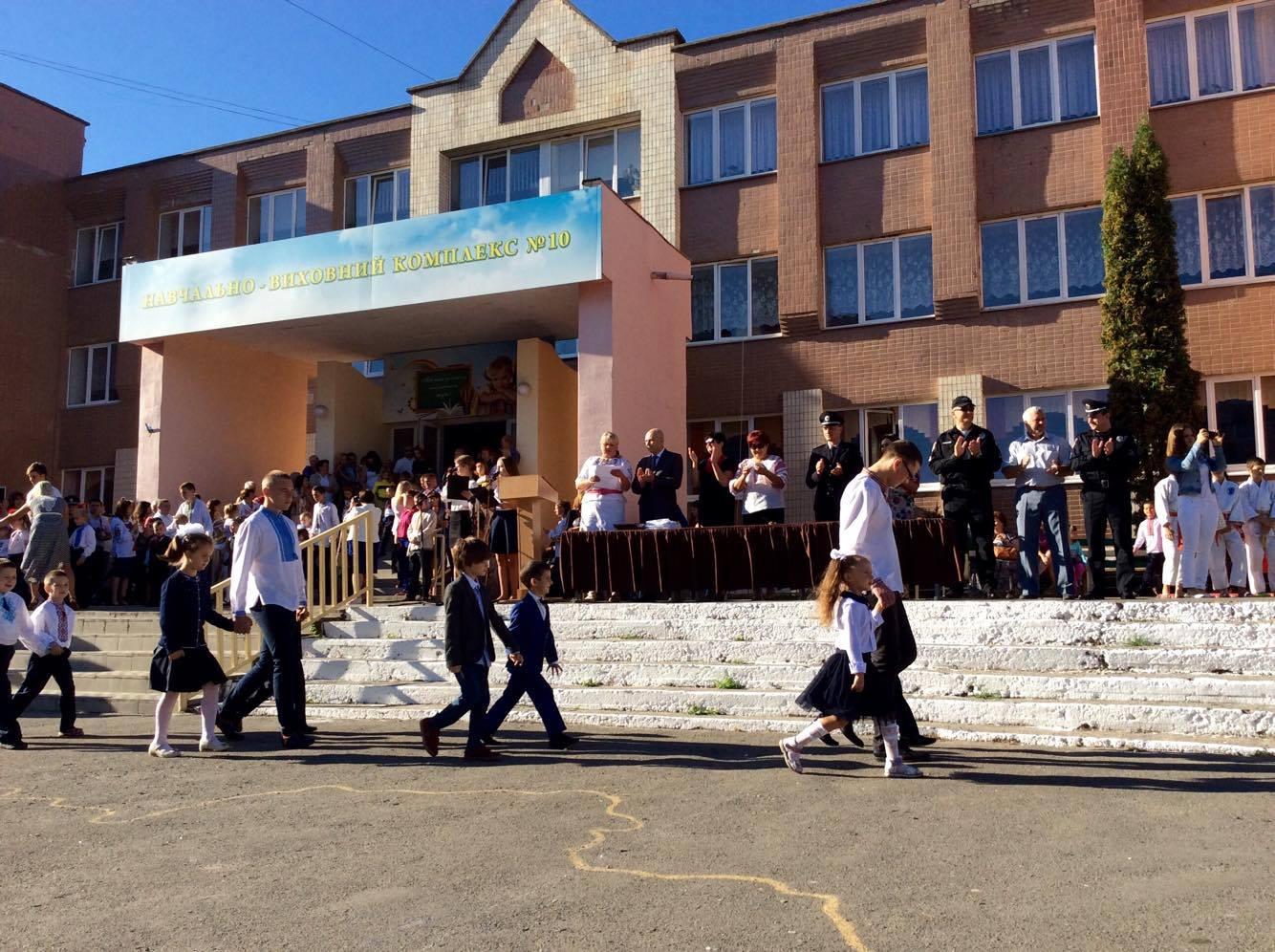 Хмельницький НВК№10 на Першовересень заполонили поліцейські - фото 5