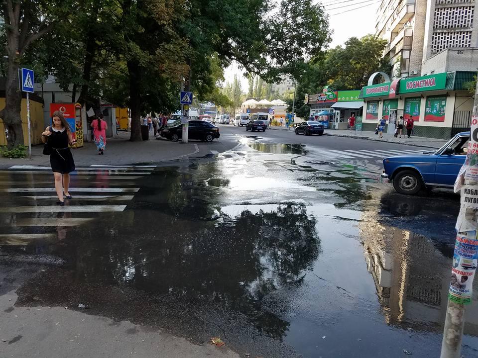 У Миколаєві ціла вулиця потонула у стічних водах - фото 2
