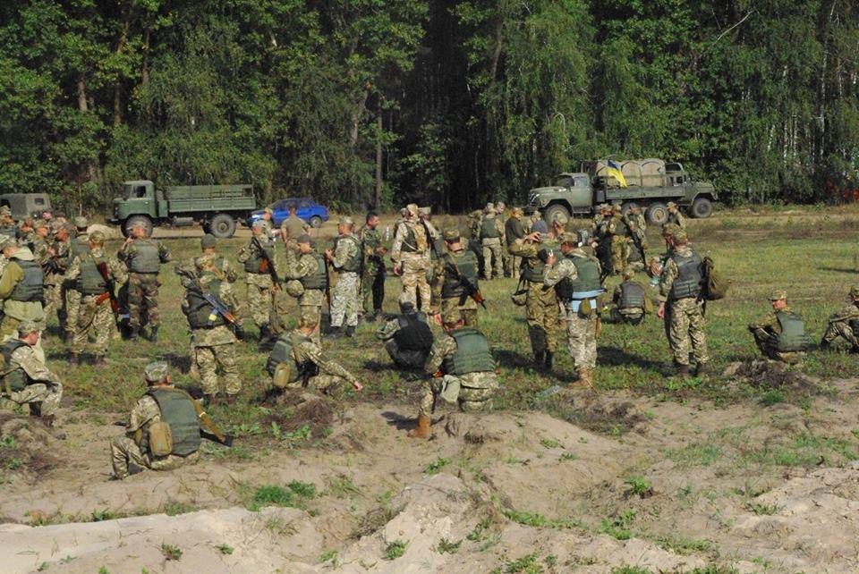 Під Харковом зібрали армійський резерв для військових навчань  - фото 4