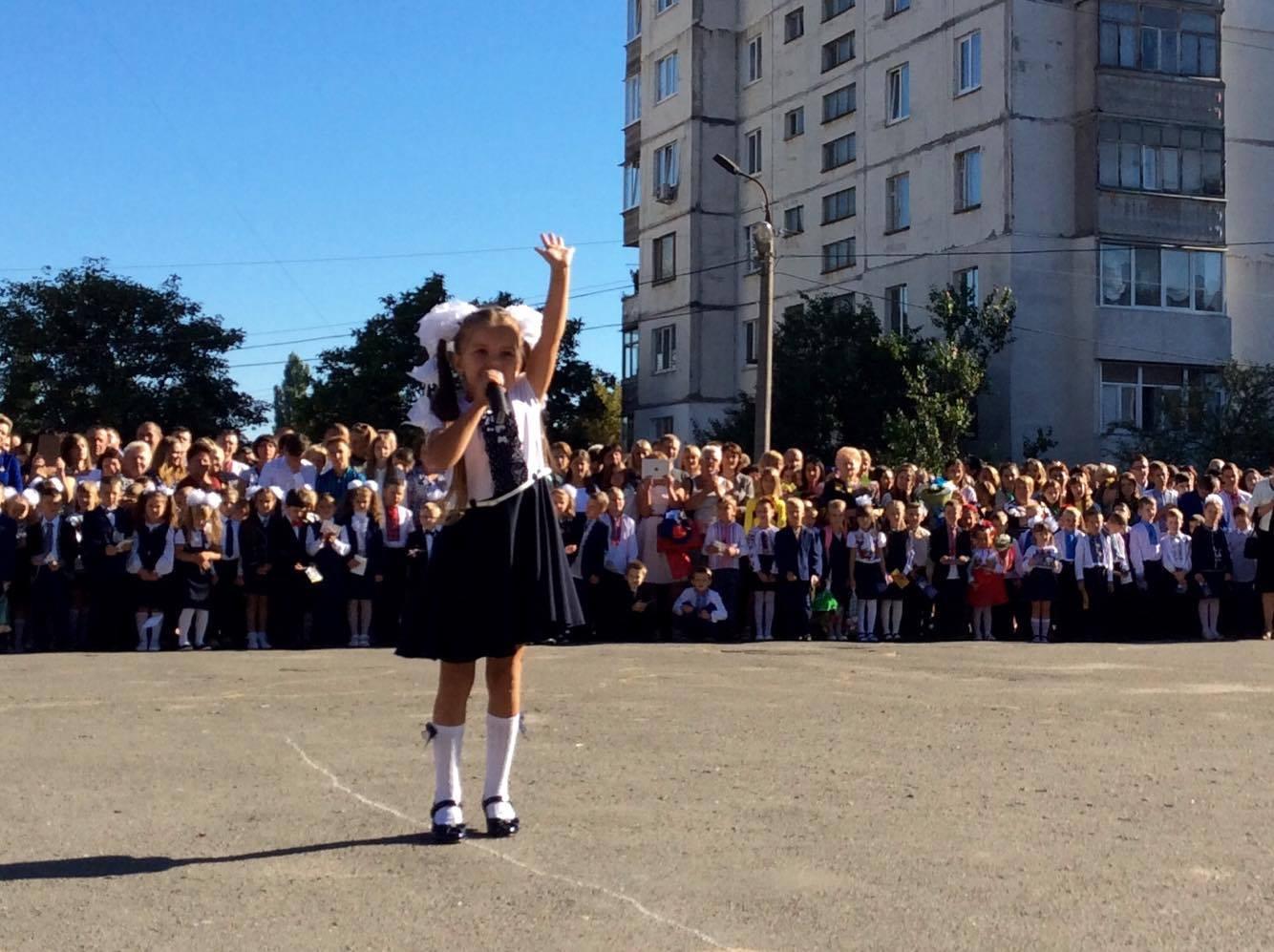 Хмельницький НВК№10 на Першовересень заполонили поліцейські - фото 6