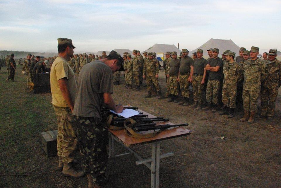Під Харковом зібрали армійський резерв для військових навчань  - фото 3