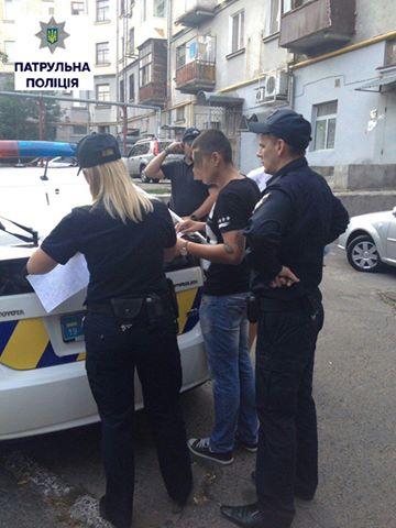 У Миколаєві чоловік вдарив в обличчя патрульну