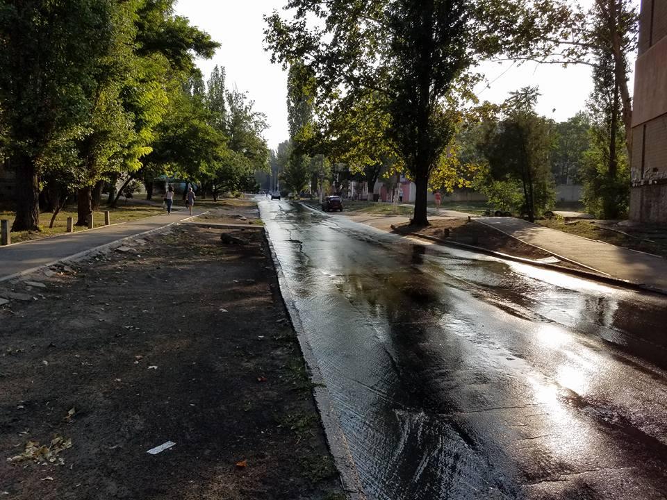 У Миколаєві ціла вулиця потонула у стічних водах - фото 1