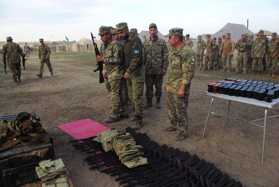 Під Харковом зібрали армійський резерв для військових навчань  - фото 2