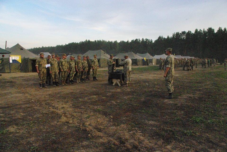Під Харковом зібрали армійський резерв для військових навчань  - фото 1