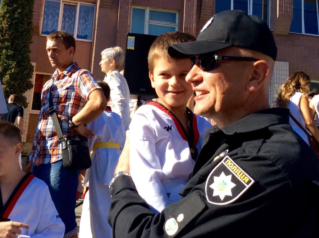 Хмельницький НВК№10 на Першовересень заполонили поліцейські - фото 16