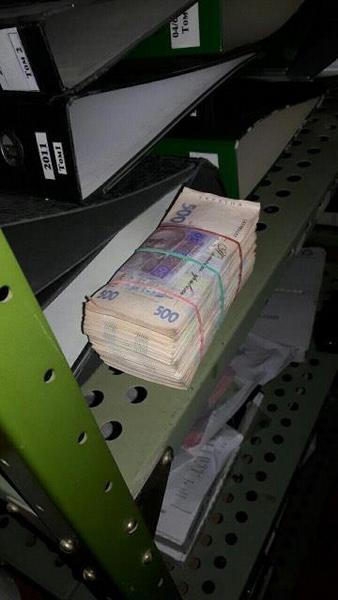 На Харківщині за підозрою в отриманні 290 тис. грн хабара затримали митника - фото 1