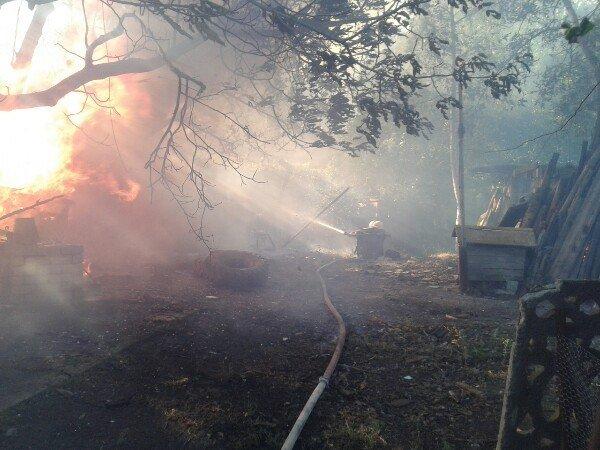 На Миколаївщині люди вчасно не повідомили про пожежу: згоріло декілька забудов