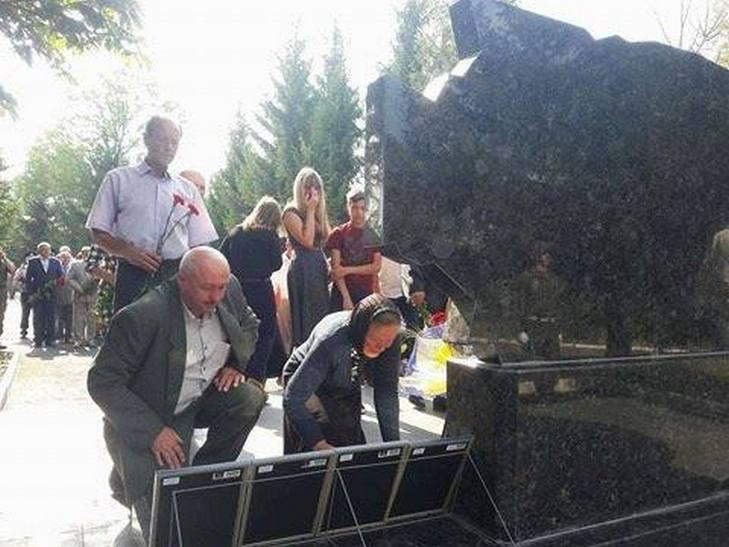 На Вінниччині відкрили пам'ятник загиблим