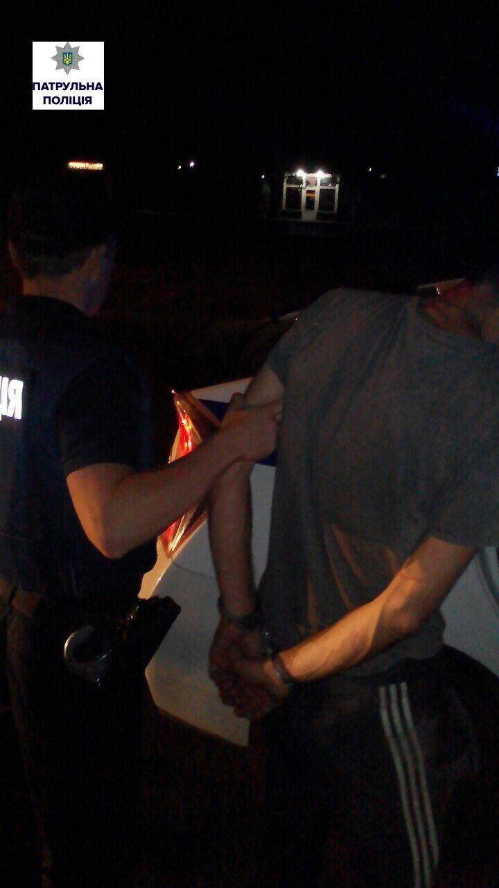 У Миколаєві чоловік порізав та погрожував вбити колишню - фото 1