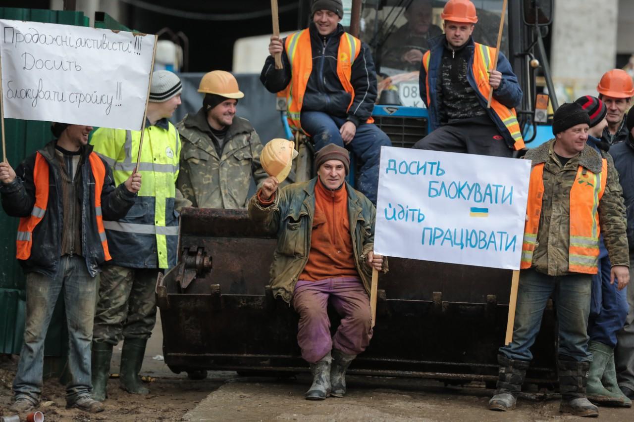 Столичні будівельники блокують забудови у знак протесту  - фото 1