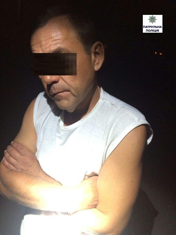 У Миколаєві п'яний чоловік з сокирою вирішив пожартувати з перехожим