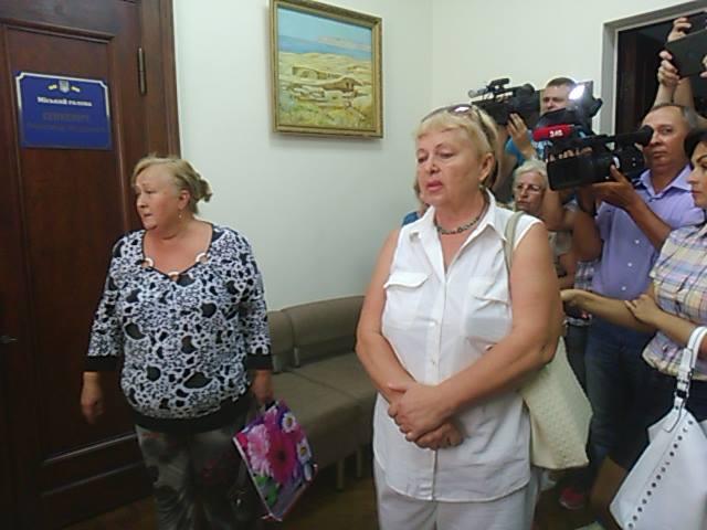 Сєнкевича на смітник: у Миколаєві пікетують міськраду проти львівських відходів - фото 5