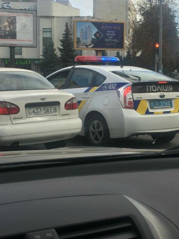У центрі Києва коп на службову авто 5 разів порушив ПДД  - фото 1