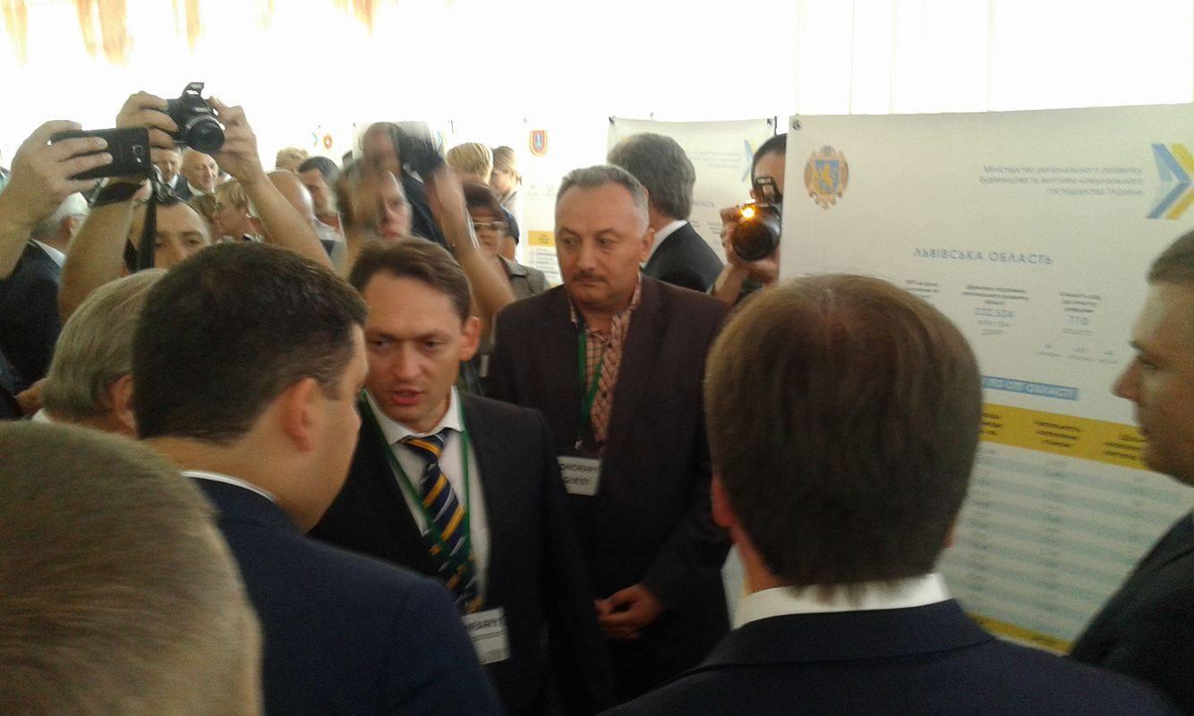 У Вінниці всі регіони демонструють комісару ЄС Гану та прем'єру Гройсману свої децентралізаційні здобутки - фото 3
