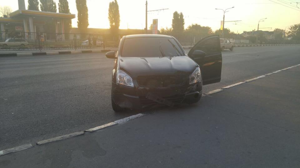 На проспекті Гагаріна Nissan зніс огорожу - фото 2