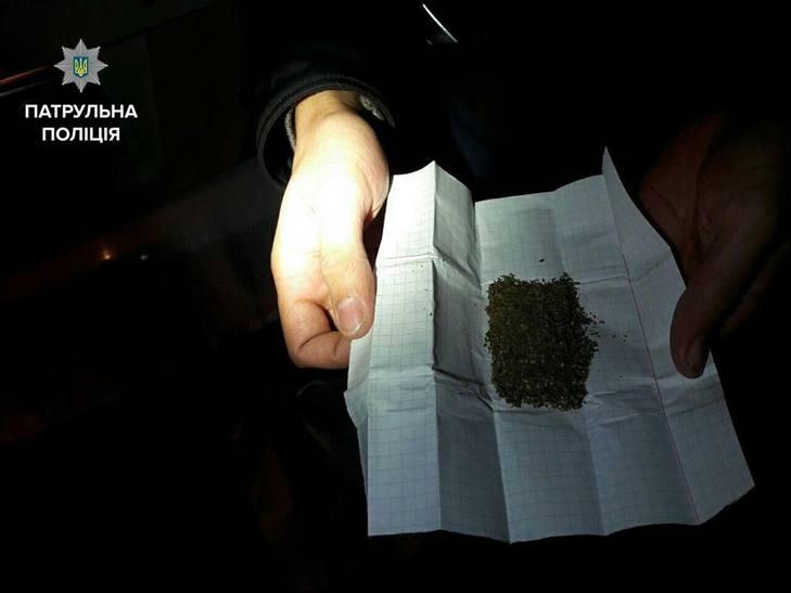 У Вінниці в пасажира таксі виявили торбу наркотиків - фото 3