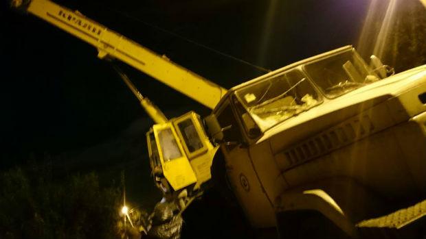 У Харкові вантажівка залетіла на дах житлового будинку - фото 4