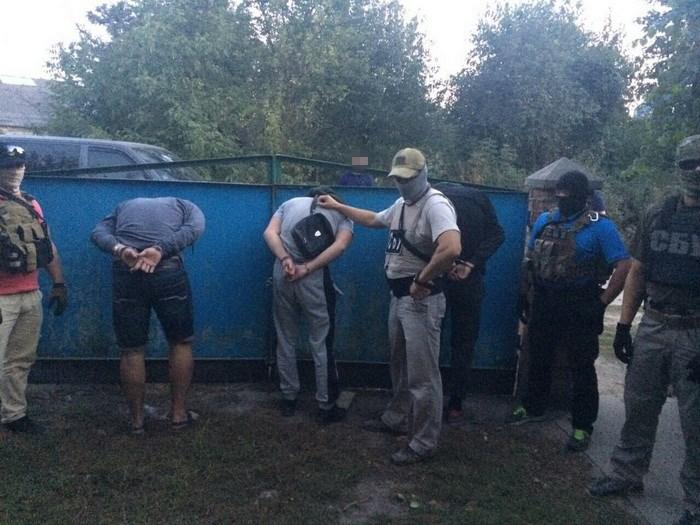 """На Вінниччині озброєні спортсмени влаштували """"бандитські 90-ті"""" - фото 1"""