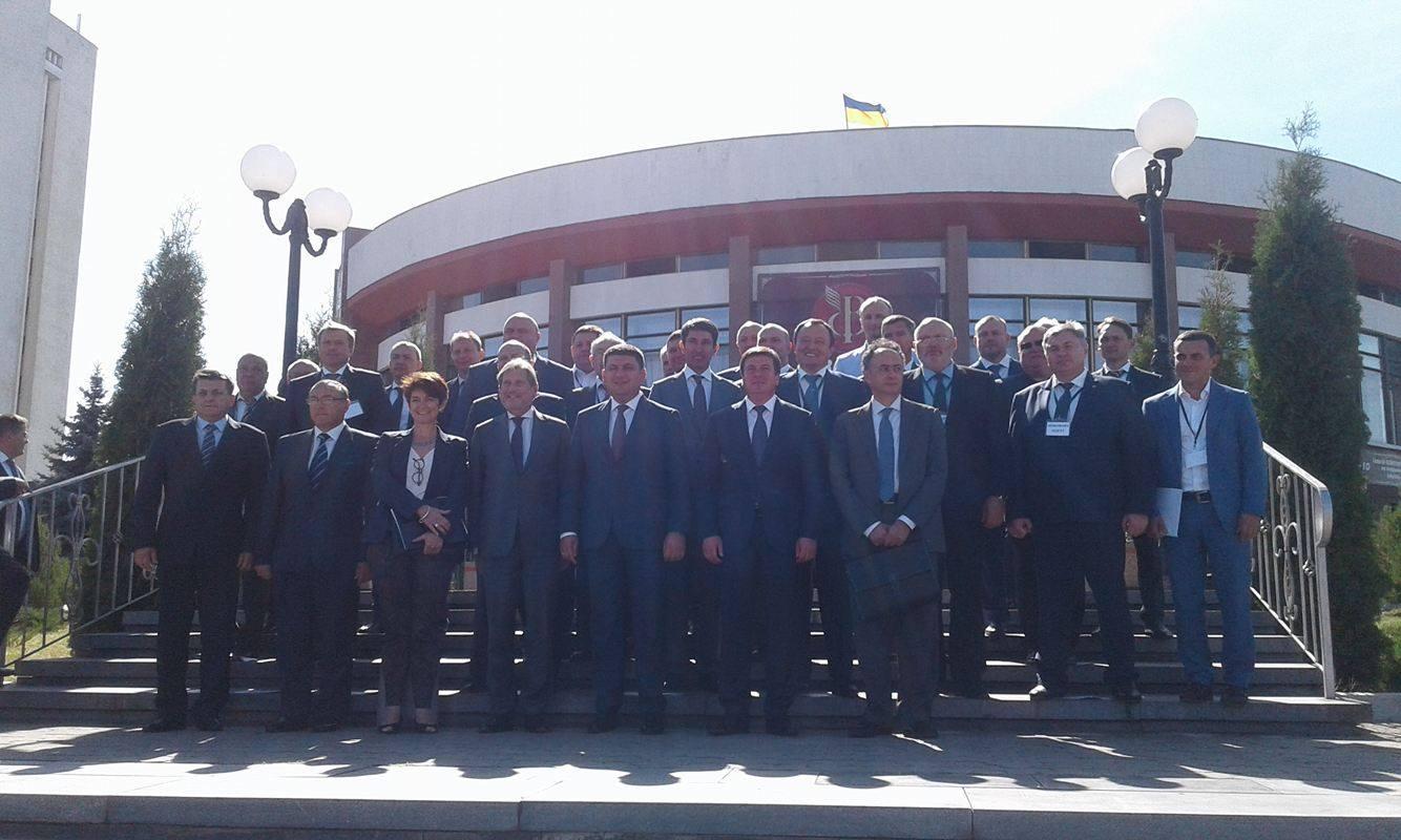 У Вінниці всі регіони демонструють комісару ЄС Гану та прем'єру Гройсману свої децентралізаційні здобутки - фото 4