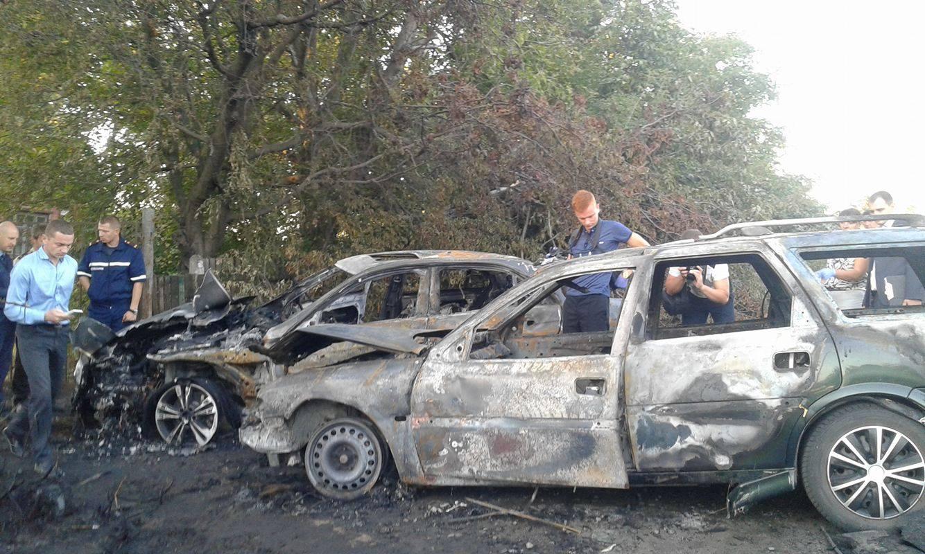 """У Вінниці невідомі на Опелі """"знесли"""" Мерседес з дороги і розстріляли його водія - фото 1"""