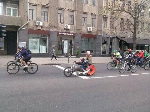 Центром Харкова пройшла багатокілометрова колона велосипедистів - фото 2