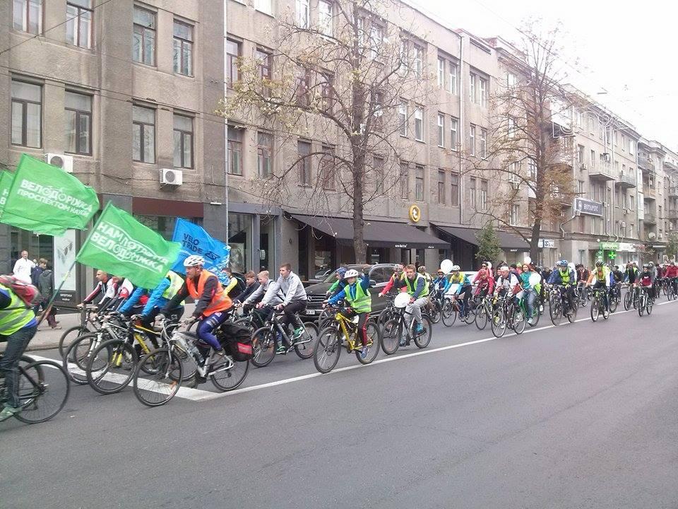 Центром Харкова пройшла багатокілометрова колона велосипедистів - фото 5