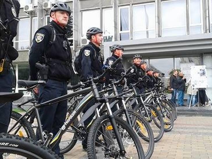 Вінницькі копи патрулюватимуть місто на велосипедах - фото 4