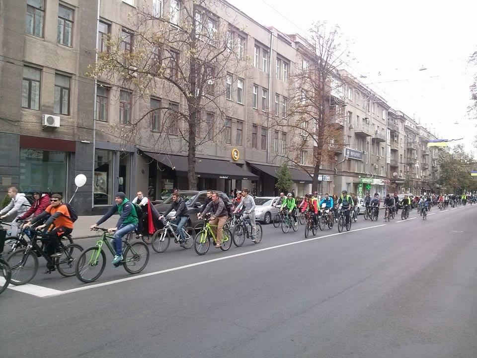 Центром Харкова пройшла багатокілометрова колона велосипедистів - фото 4