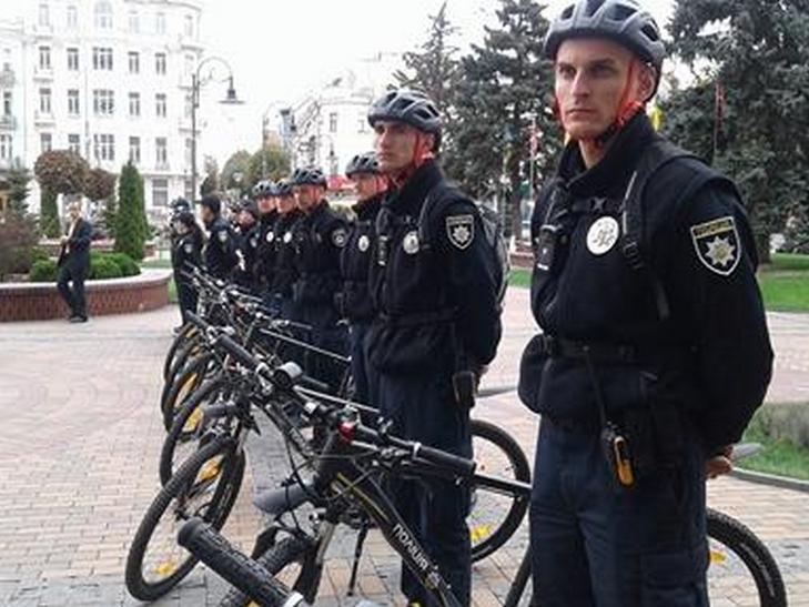 Вінницькі копи патрулюватимуть місто на велосипедах - фото 3