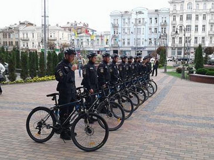 Вінницькі копи патрулюватимуть місто на велосипедах - фото 2
