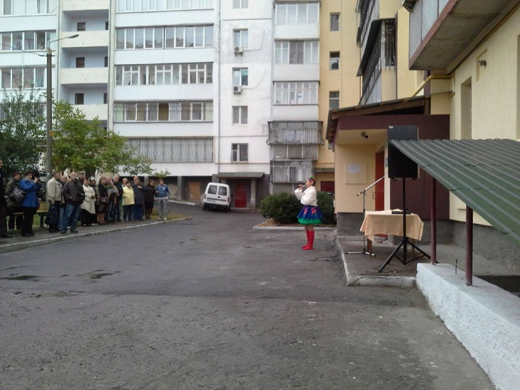 Жителі будинку по вулиці Бандери і не здогадувались, що в них сьогодні свято - фото 3