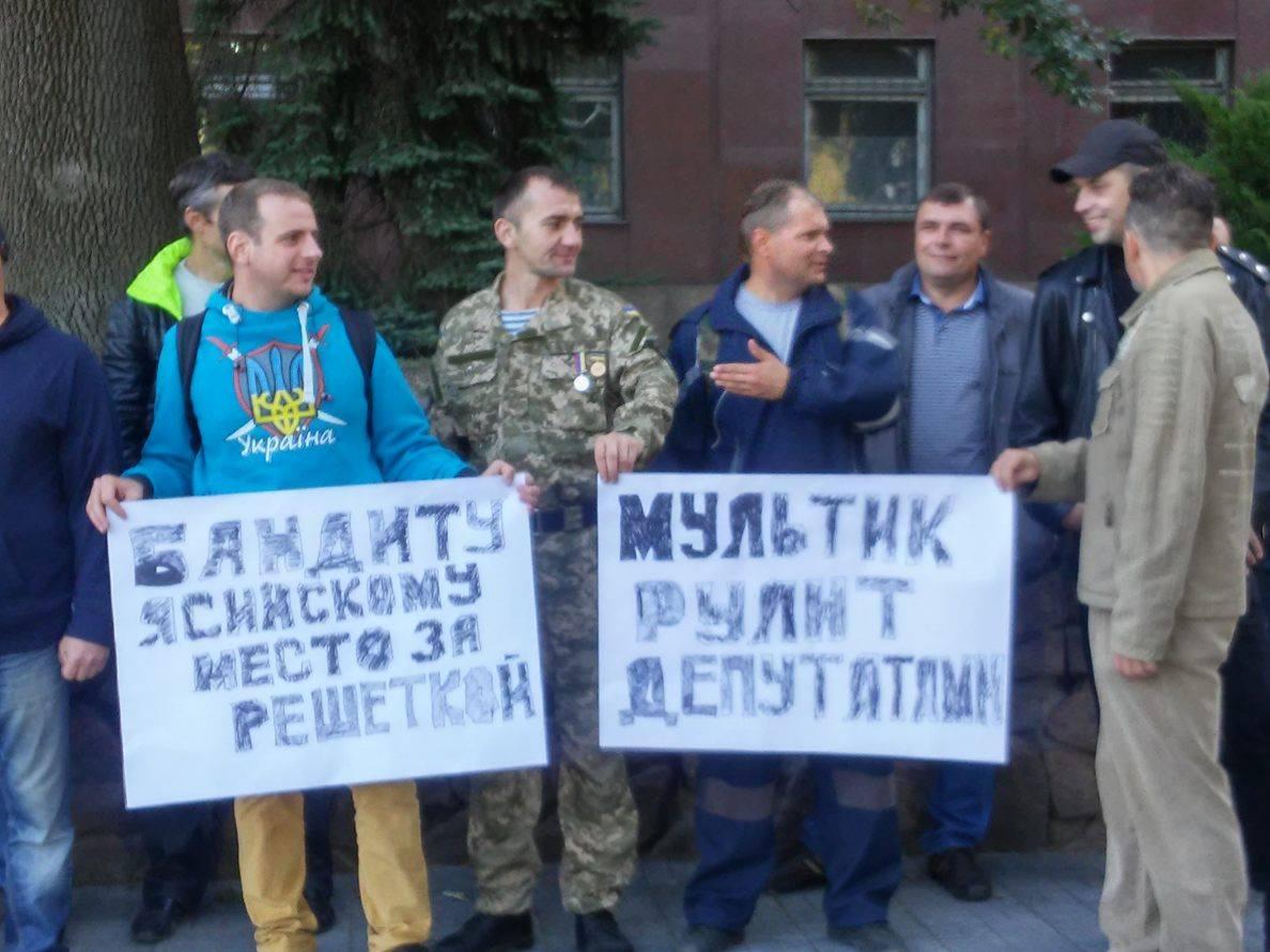 У Миколаєві АТОшники пікетують сесію облради - фото 2