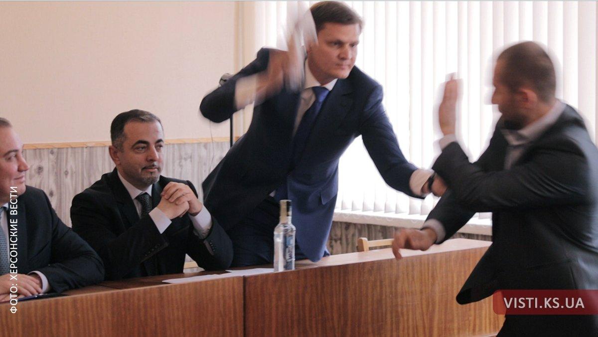 """Нардеп від БПП вдарив депутата-""""опоблоківця"""" палкою ковбаси - фото 1"""