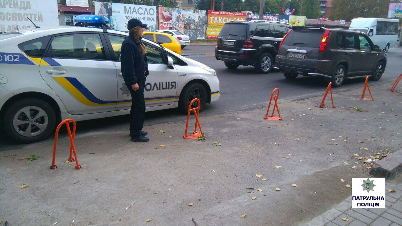 Миколаївці заблокували заїзну кишеню перешкодами