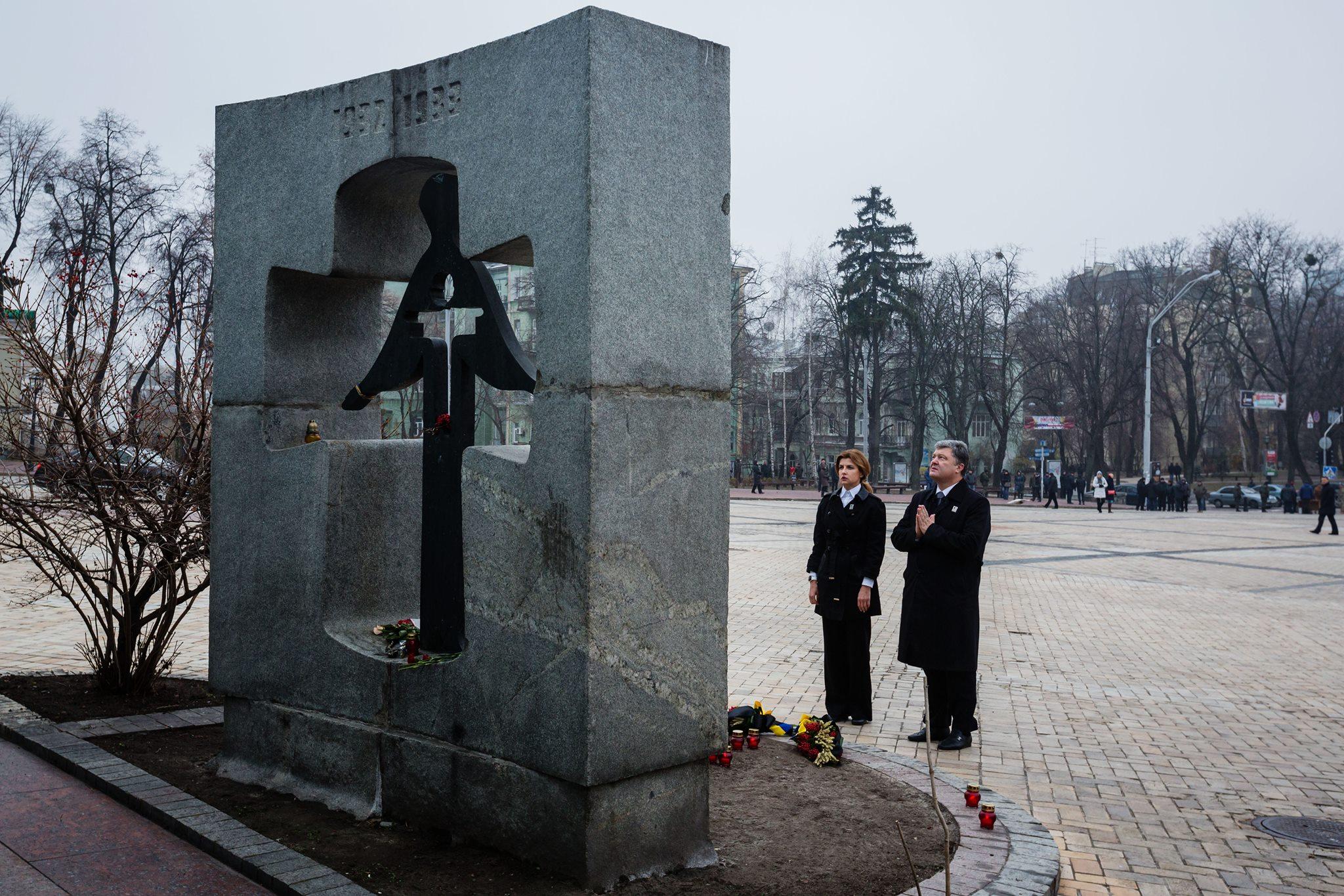 Порошенко: Голодомор - це прояв багатовікової гібридної війни Росії проти України - фото 2