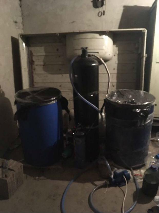 На Харківщині встановили виробника смертельного алкоголю - фото 2