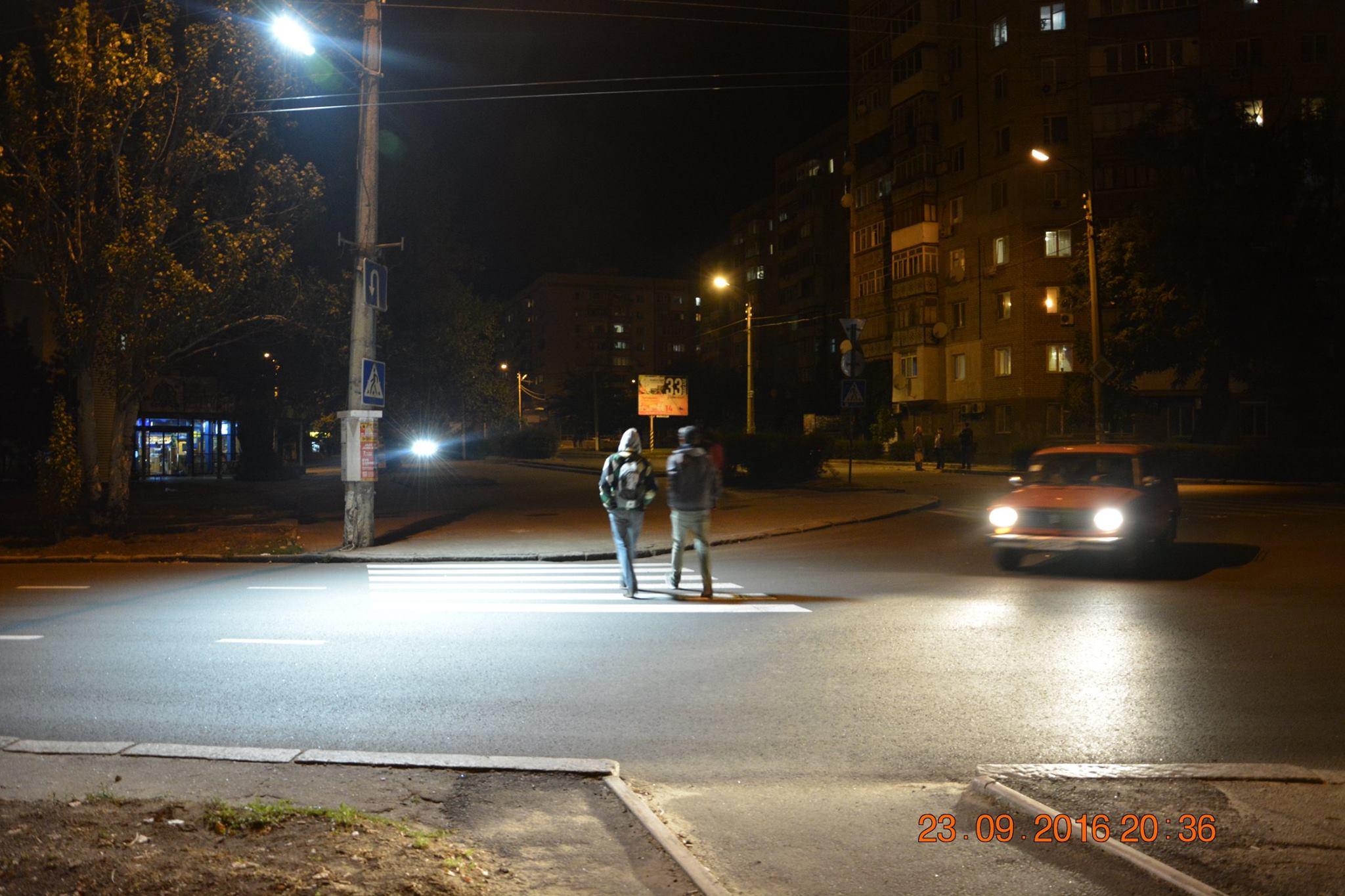 """У Миколаєві освітили """"зебру"""", на якій насмерть збили чотирьох дорожників"""
