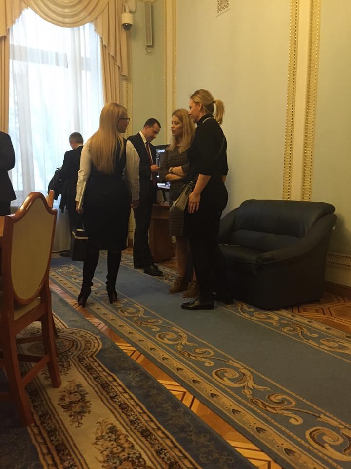 Тимошенко прийшла відставляти Яценюка в новому образі без коси - фото 2